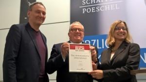 """Wolfgang Hanfstein, Thomas Sattelberger, Prof. Dr. Isabell Welpe bei der Preisverleihung """"Managementbuch des Jahres 2015"""""""